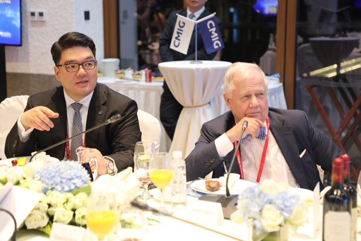 CMIG Executive Vice Chairman Kevin E. Lee (left) and Rogers at the dinner forum