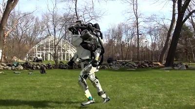 波士顿动力机器人再度进化:可自由跑跳