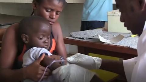 为遏制埃博拉疫情 刚果开始接种实验性疫苗