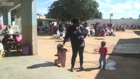在赞比亚监狱里长大的小孩