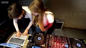 圣彼得堡女性DJ挑战性别歧视