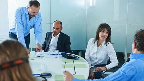 英国拟强制上市公司公布CEO与员工薪酬差距