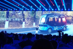 AI·出行|百度无人驾驶巴士下线 李彦宏称造车与做PPT不同