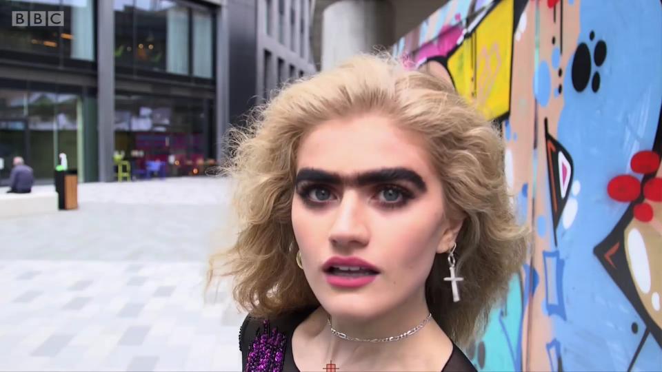 这位模特想用连心眉挑战美丑边界