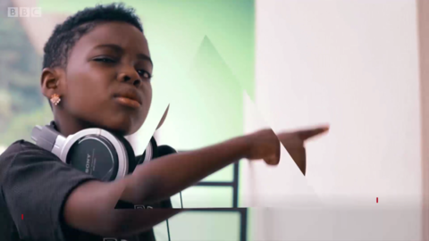10岁儿童教你如何成为一名合格的DJ
