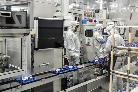 要闻 正文  华晨宝马已于2017年10月成立沈阳动力电池中心,双方合作