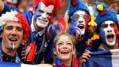 在本国,球迷都是怎么庆祝世界杯胜利的
