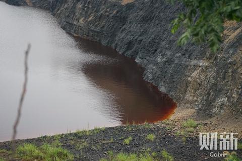 特稿|采矿后遗症:湖南常德巨型酸水坑的治理难题