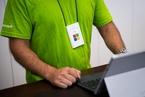 微软全年营收超1000亿美元 企业级云服务增速50%