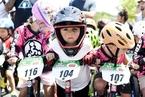美国举行儿童平衡车世锦赛萌娃一本正经炫车技