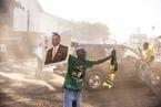 津巴布韦政变后首次大选 穆加贝倒戈未阻现任总统连任