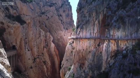 恐高的人别去走这条西班牙步道