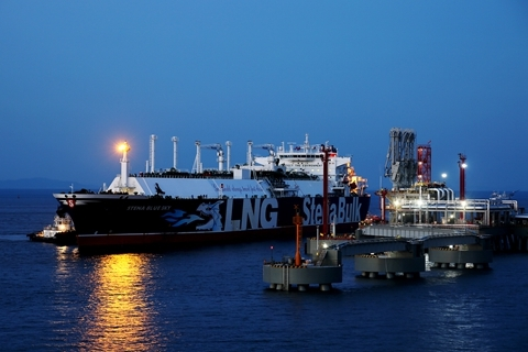 China May Float World's Biggest LNG Tanker - Caixin Global