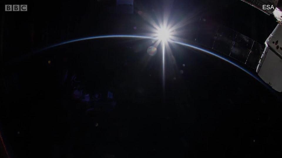 从国际空间站看日出