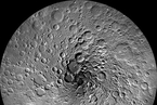 月球极地表面首次确认有冰 或可直接利用