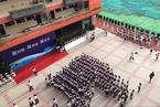 深圳一小学启用新校舍 千名学生集体缺勤
