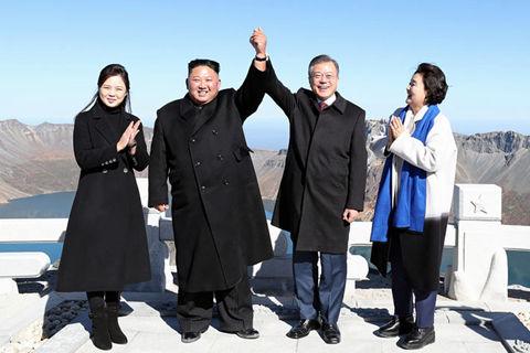 金正恩文在寅同登长白山天池 美国邀朝鲜早日重启谈判
