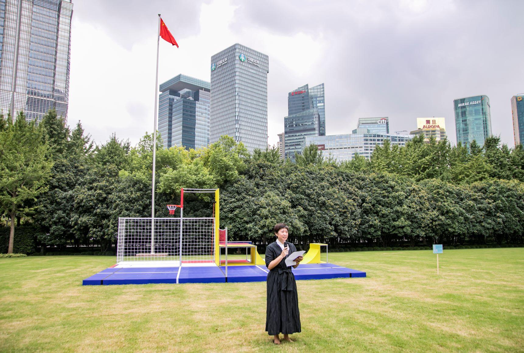 01-上海正午文化艺术中心秘书长、绿岸艺术节发起人之一宋竹君女士发言,分享绿岸的故事