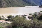 金沙江山体滑坡形成堰塞湖 蓄水1亿立方致2万人撤离