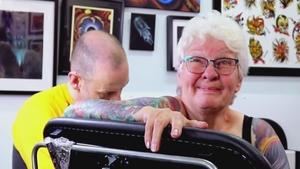 一名热爱纹身的古稀老奶奶