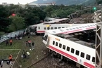 台湾铁路出轨事故已致17人死亡 百余人受伤