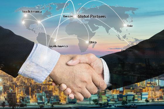 首届进博会签约不断 中国已是全球第二大进口国