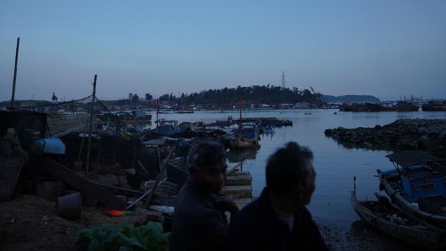 碳九泄漏事故首周:破产的渔民和密布的工厂