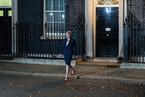 脱欧协议草案获得英内阁通过 梅艰险跨过第一关