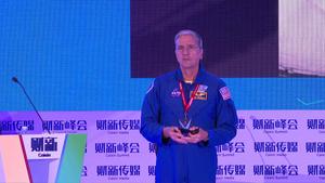 【峰会·观点】唐•托马斯:从太空上看不到中国的长城, 因为太小了