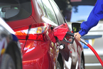 市场多头踩踏 国际油价日内跌超6%