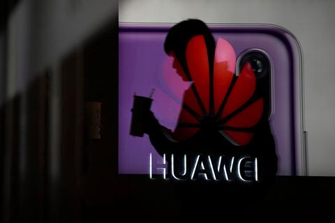 日本拟将华为与中兴产品排除出政府采购清单 中国严重关切