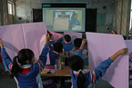 """还原""""一块屏幕""""后的教育鸿沟:技术能否弥合差距?"""