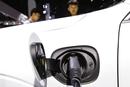 防范新能源汽车产能过剩 资质门槛明降暗升