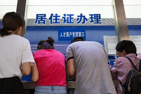 广州大幅放松人才落户条件 各地抢人出招不断