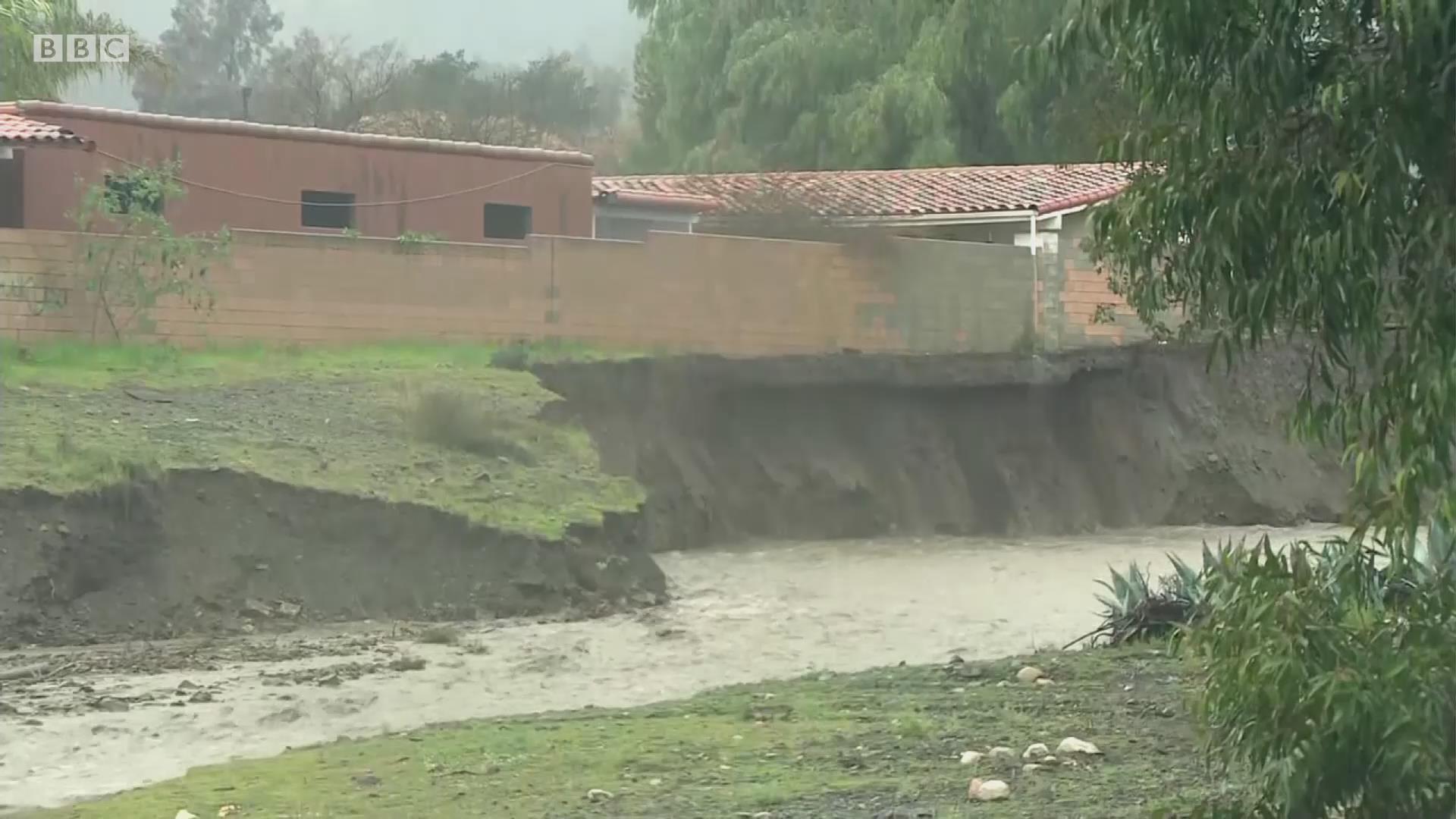 美国加利福尼亚州遭遇泥石流是何景象?