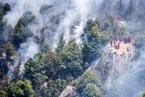 显影|一个森林消防?#26412;?#22836;里的火场瞬间