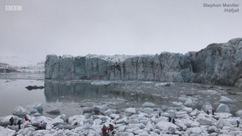 冰川倒塌的瞬间