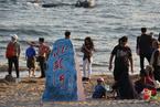 北戴河的海边不能再吸烟?秦皇岛首提沙滩禁烟