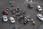 """中国城市街道""""走路难"""" 专家呼吁步行者为自己发声"""