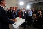 """英国下任首相竞争开打 约翰逊扬言拒交脱欧""""分手费"""""""