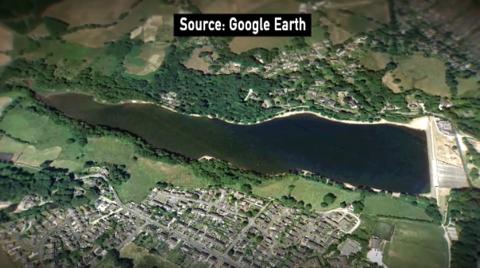 连日的大雨使英国小镇的堤坝倒塌