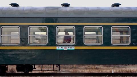 【微纪录】穿越冷极的列车