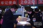 武汉进出港航班绝大部分取消  交通从业人员需佩戴口罩