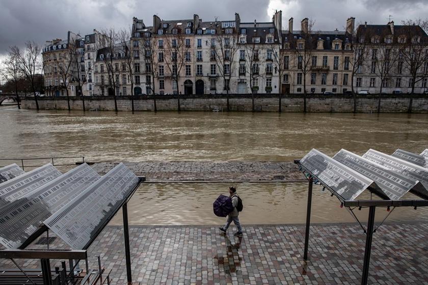吉林市夜巴黎_法国塞纳河水位暴涨 洪水淹没街道_图片频道_财新网