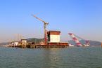 珠海在建跨海大桥箱梁垮塌 五人坠海失联