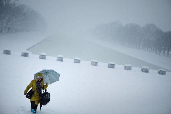 美国东海岸地区遭百年不遇暴雪袭击