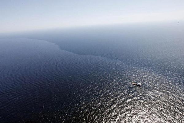 墨西哥湾钻井爆炸后泄漏石油大量扩散