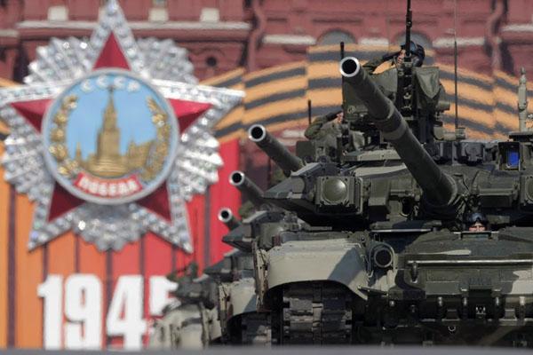 俄罗斯举行阅兵仪式纪念卫国战争胜利65周年