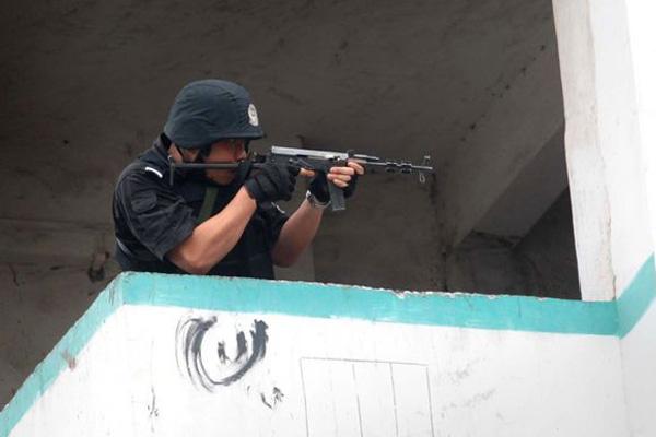 广州一男子持枪对抗警察被当场击毙