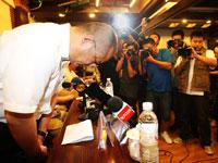 河南航空监事会主席刘航深深鞠躬致歉